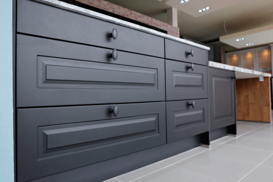 How to use dark colours in the kitchen
